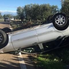 Paura sulla strada Molfetta-Ruvo: auto capovolta sulla carreggiata