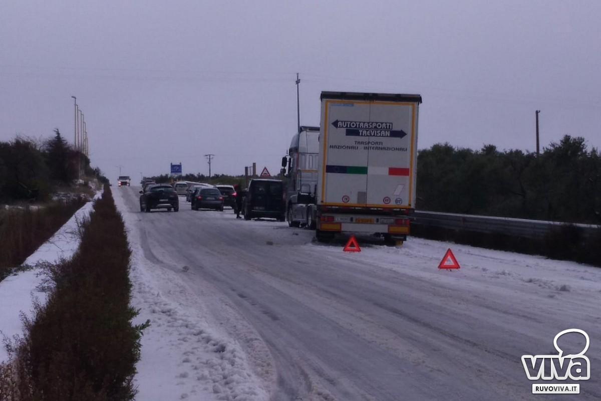 Traffico bloccato sulla strada provinciale 85 che collega Bisceglie a Corato e Ruvo