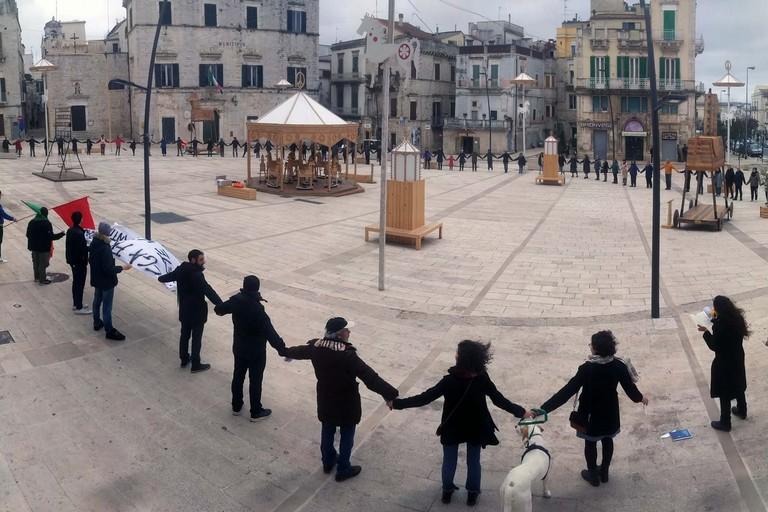 Restiamo umani. <span>Foto Nicolò Serafino</span>