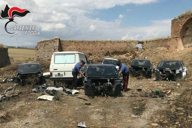 Cimitero di auto rubate scoperto dai Carabinieri nel foggiano