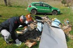 Imbianchino sporcaccione beccato dai Forestali. Scaricava i residui nel Parco dell'Alta Murgia