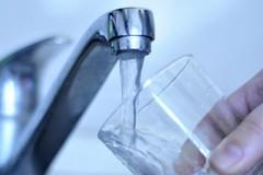 Bollette AQP inevase, «Un bicchiere di 96.965,62 euro d'acqua»