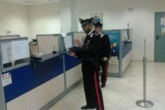 In due assaltano la Popolare di Bari. Calci a un cassiere
