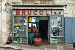 Dopo 86 anni la ferramenta Brucoli abbandona la sua sede storica