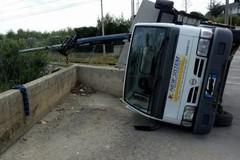 Bloccata la Barinord per ribaltamento di un camion
