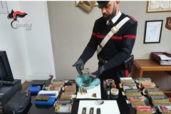 Armi e munizioni: tre arresti a Ruvo. Anche una micidiale penna-pistola