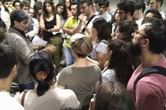 Niente palco, Chieco chiacchiera in piazza tra i giovani