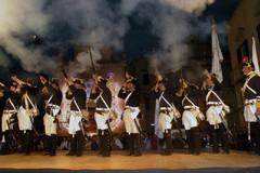 Cavalieri e cavallerizze del Palio di Ruvo di Puglia al corteo storico di Bitonto