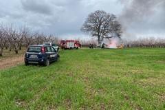Incendio in un fondo agricolo a Calendano