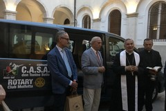 Il Rotary Club di Molfetta regala un pulmino alla C.a.s.a