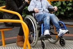Anche nelle piazze di Ruvo le giostrine per i bimbi disabili