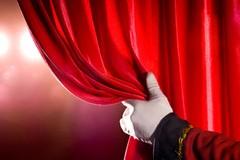 """Domani in scena """"OLTREtutto"""", lo spettacolo teatrale in ricordo di Don Tonino Bello"""