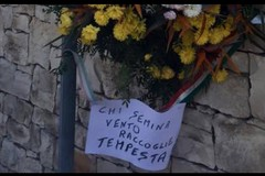 """""""Chi semina vento raccoglie tempesta"""" spunta un cartello in via Martiri delle Foibe"""