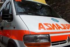 Incidente stradale su via Volta, in ospedale madre e figlio