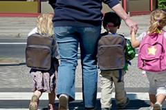 La Ztl in prossimità delle scuole non è sicura, la denuncia dei genitori