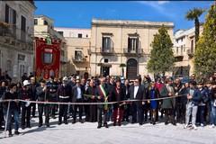 Inaugurate le due piazze della città. FOTO