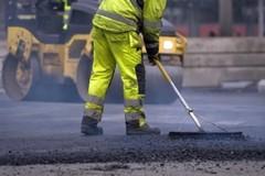 20 mila euro per il riempimento delle buche stradali