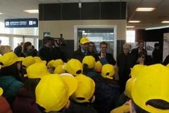 I bambini ruvesi all'areoporto di Bari con il sindaco Decaro