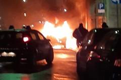 Auto a fuoco in via Duca della Vittoria