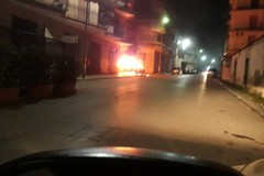 Terza auto bruciata nella notte