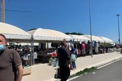 Mercato settimanale in centro, commercianti e cittadini: «Il nostro dissenso»