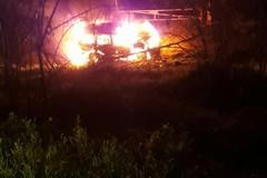 Auto in fiamme sulla sp 231