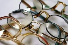 I vecchi occhiali da vista possono aiutare a vedere meglio chi non può comprarli