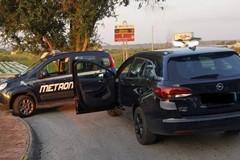 A volto coperto provano a rubare un'auto, messi in fuga dalla Metronotte