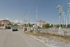 Auto ferma sui binari a Bitonto: passeggeri bloccati sul treno per un'ora