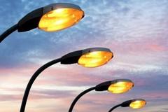 Pubblica illuminazione, Forza Italia: «Oltre un milione speso in più in quattro anni»
