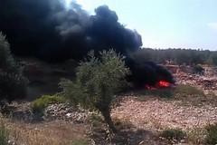 Rifiuti in fiamme, coltre di fumo visibile da Ruvo di Puglia