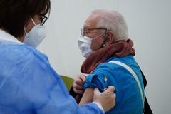 Pandemia, in provincia di Bari calano i contagi e aumenta la copertura vaccinale