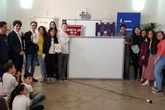 Una lavagna interattiva multimediale per la scuola Giovanni Bovio