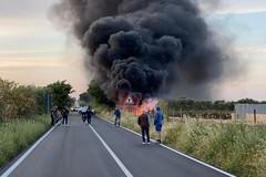 Incendio a Calendano, a fuoco tubi per l'irrigazione