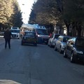 Tre ruote si ribalta all'incrocio di via Cairoli