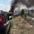 Il furgone prende fuoco mentre è in marcia: conducente illeso