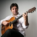 Le chitarre del maestro Antonio Stragapede raccontano storie italiane