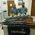 Falsa licenza d'armi, forestali sequestrano 7 fucili e 600 munizioni