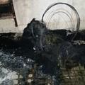 Fiamme in via Santa Barbara, incendio divora gli allestimenti di una attività