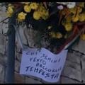 """""""Chi semina vento raccoglie tempesta """" spunta un cartello in via Martiri delle Foibe"""