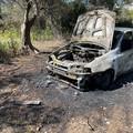 Un'auto in fiamme a Terlizzi: era stata rubata a Ruvo