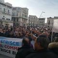 Strisce blu, monta la protesta dei cittadini sotto Palazzo di Città