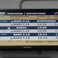 Bari Nord, la protesta di una pendolare: «La biglietteria automatica non funziona»