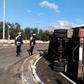 Camion si ribalta sulla Corato - Ruvo di Puglia - Bisceglie