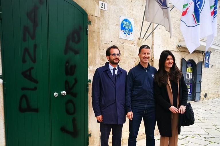 Vandalismo sulla porta della sede di Fratelli d'Italia