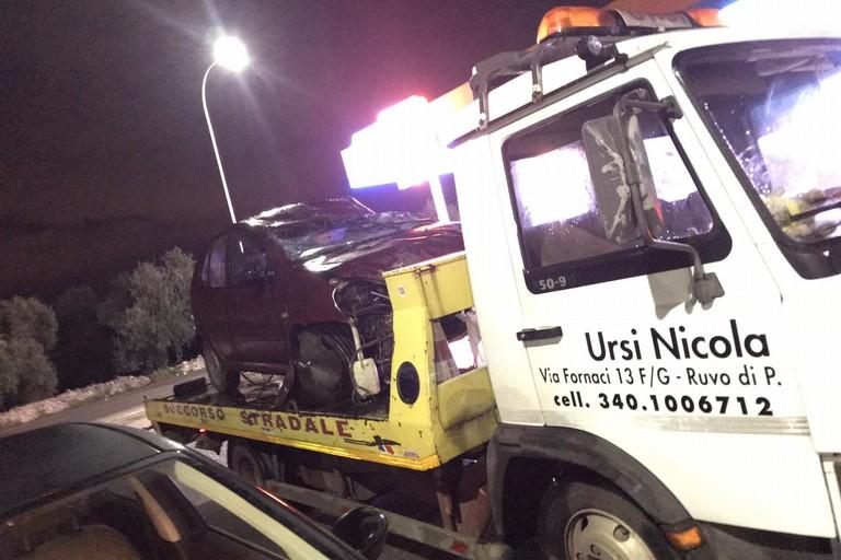 Incidente sulla Ruvo - Terlizzi, auto si ribalta