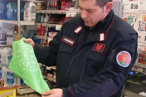 Controlli sacchetti di plastica