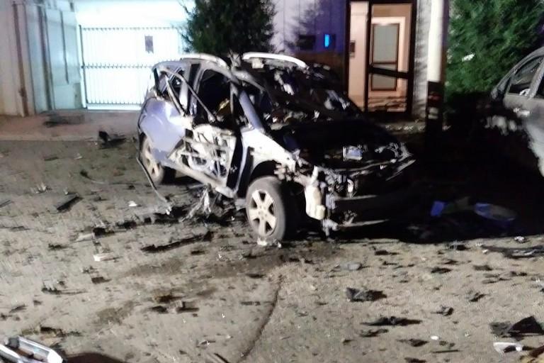 Auto esplosa