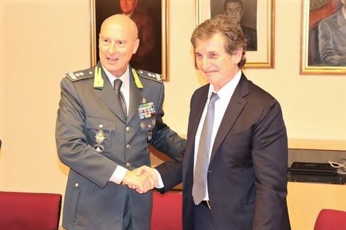 Il generale Vito Augelli e il rettore Eugenio Di Sciascio