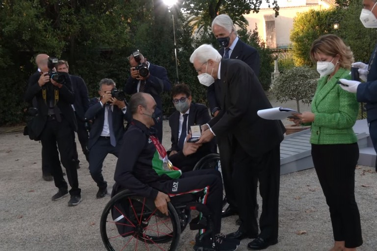 Mazzone riceve la medaglia da Mattarella